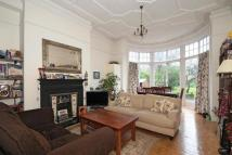 1 bed Flat in Queens Avenue...