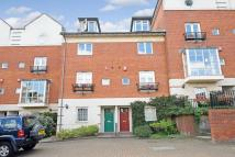 5 bed semi detached house in Alexandra Park Road...