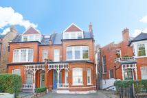 5 bed semi detached home in Kings Avenue...