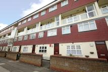 2 bed Flat for sale in Carisbrooke Gardens...