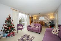 2 bedroom Flat for sale in Grove Park, Camberwell