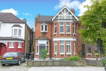 2 bed Flat in The Mall, Southgate