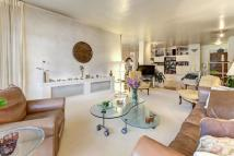 3 bed Flat for sale in Avenue Road...