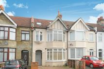 Flat for sale in Park Avenue, Mitcham