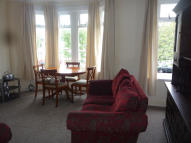 2 bed Flat to rent in Merches Gardens...