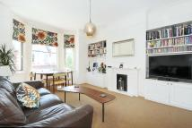 3 bedroom Flat in Claverdale Road, Brixton