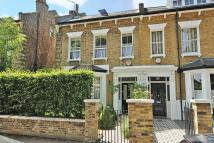4 bed semi detached home in Carson Road, Dulwich