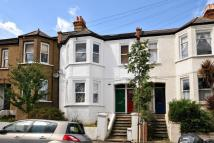 Flat for sale in Casewick Road...