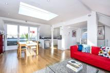 4 bedroom Flat in Goldhurst Terrace...