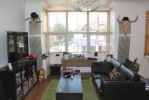 2 bed Flat in Northfield Avenue...
