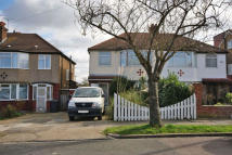 3 bedroom semi detached property to rent in Leeside, Barnet, EN5