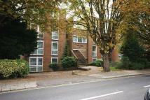 Apartment to rent in LYONSDOWN ROAD, Barnet...