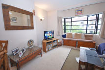2 bed Flat to rent in The Lindens, London, N12