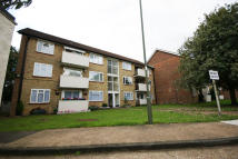3 bedroom Flat in CAPEL CLOSE, London, N20