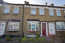 2 bedroom Cottage in Ilford, IG2