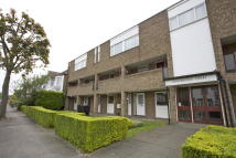 2 bed Flat in Chingford Avenue...