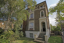1 bed Flat for sale in NEW WANSTEAD, Wanstead...