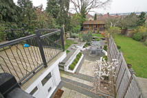 4 bedroom Semi-Detached Bungalow to rent in Chingford,  E4