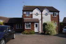 3 bedroom semi detached house to rent in Hoppers Meadow, Loughton...
