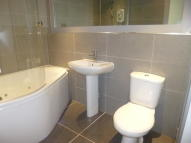 Flat to rent in 16 Thornhill Close,