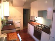Ground Flat to rent in Shrubland Road, London...
