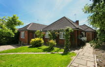 4 bed Detached property in OAKFIELDS AVENUE...