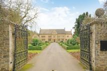 Manor House in Broadstone Estate to rent