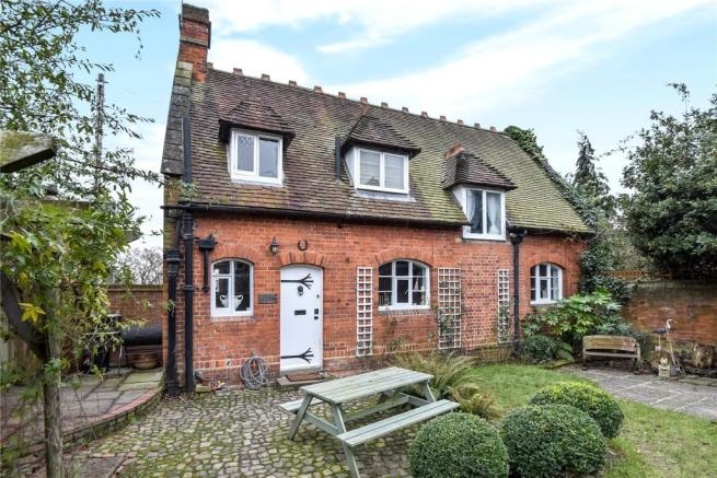 2 bedroom detached house for sale in boyn hill avenue maidenhead berkshire sl6 sl6