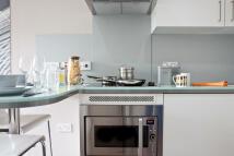 property to rent in Gateway Apartments Elm Row, Edinburgh, EH7 4AH