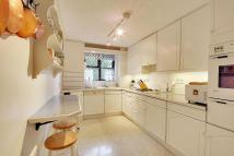 2 bed Flat in Richmond Court...