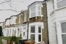 3 bed property in Osborne Road, Leyton