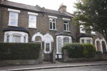 Flat to rent in Leslie Road, Leyton