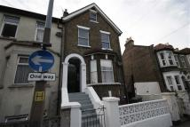 3 bedroom Flat to rent in Park Road, Leyton