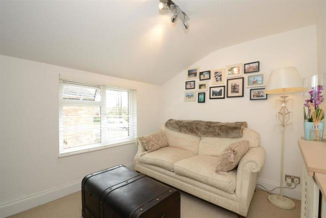 4 Riverview Mews Bed