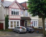 1 bed Flat to rent in Manor Road...