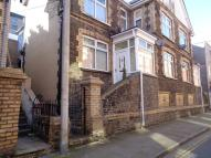 Flat to rent in Bethcar Street...