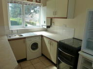 Ground Flat to rent in Lonsdale Road, Stevenage...