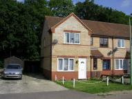 2 bed property in Holly Close