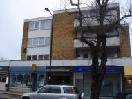 2 bed Flat to rent in Crescent West...