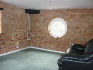 Flat to rent in Leverington Road...