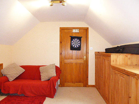Guests 1st floor sitting area