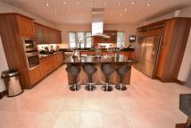 4 bed house in Corbar Close, Hadley Wood