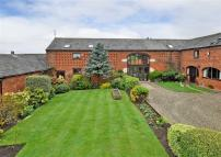 3 bedroom Barn Conversion to rent in Oaklands Court...