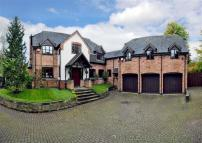 Detached property in Wightwick Bank...