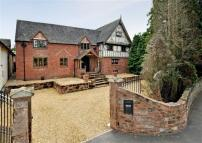 5 bedroom Detached house in Brewood Road, Coven...