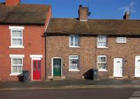 Terraced home to rent in Hospital Street...