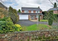 4 bedroom Detached home in Lansdowne Avenue...