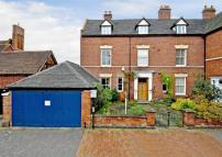 5 bedroom semi detached home in Old Castle House...