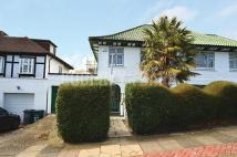 3 bedroom semi detached property to rent in Deansway...