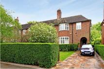 4 bed semi detached house to rent in Rotherwick Road...